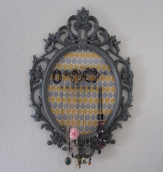 DIY-Jewelry-Organizer