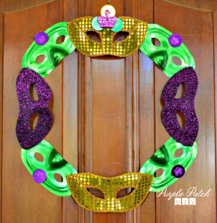 Mardi-Gras-Masks-Wreath